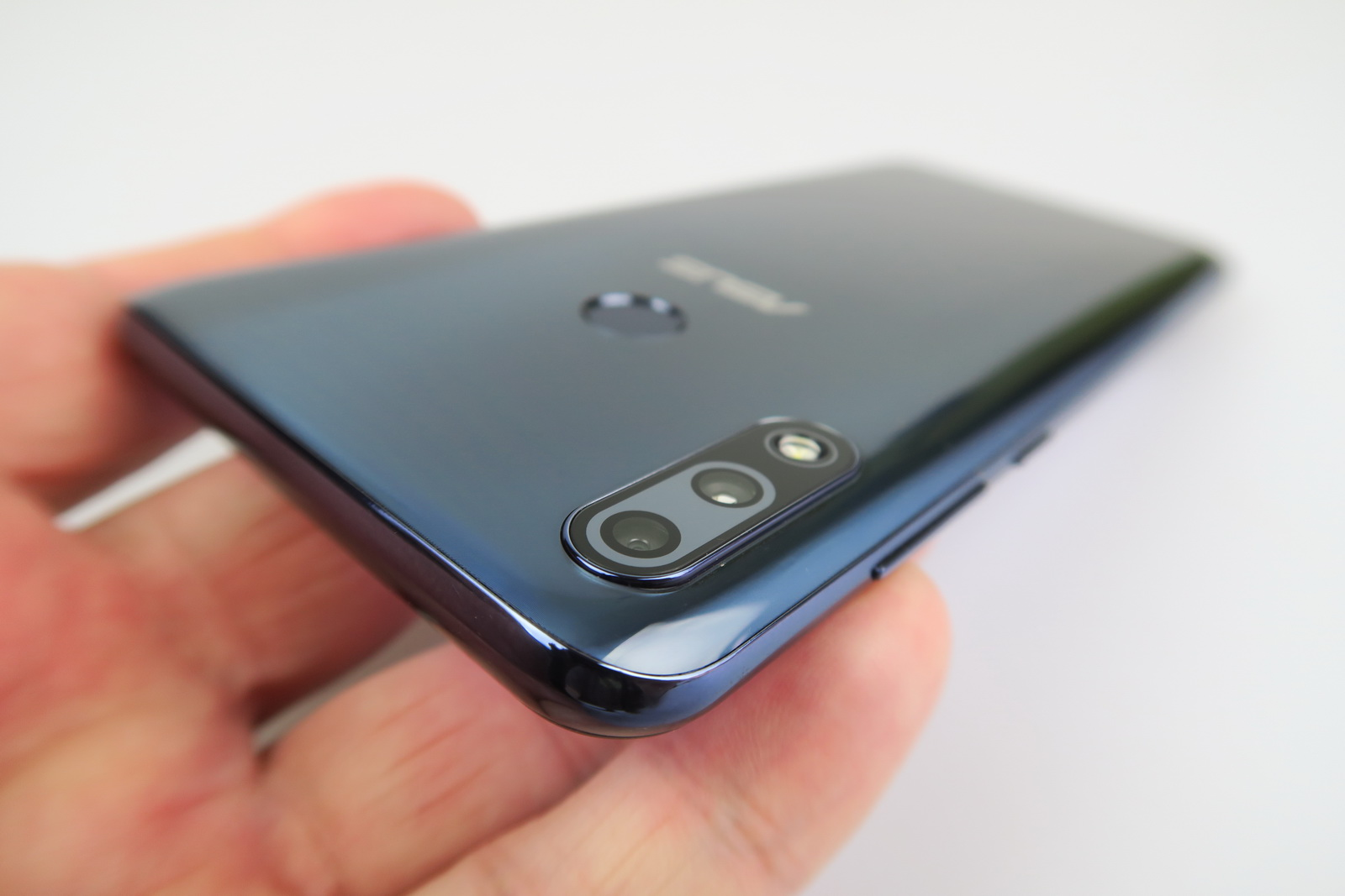 ASUS ZenFone Max Pro (M2): Baterie de campion, peste predecesor la playback video