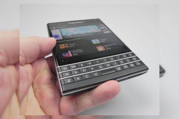 BlackBerry Passport review: murele nu trebuie să fie neapărat acre! (Video)