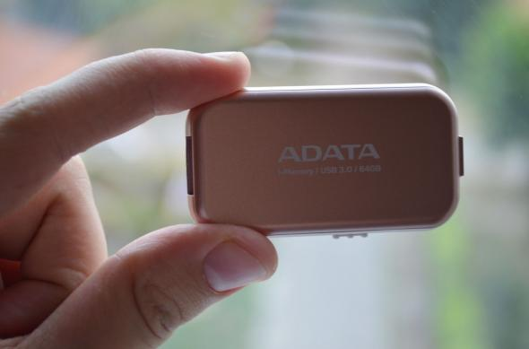 Stick ADATA iMemory UE710 - Fotografii hands-on: A-DATA i-Memory Flash UE710 (3).jpg