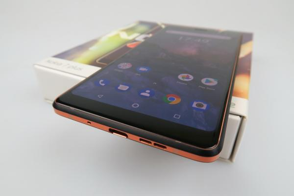 Nokia 7 Plus - Unboxing