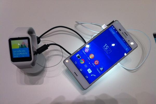 IFA 2014: Sony Xperia Z3 Compact hands on - micul flagship care controlează un PlayStation 4 (Video)