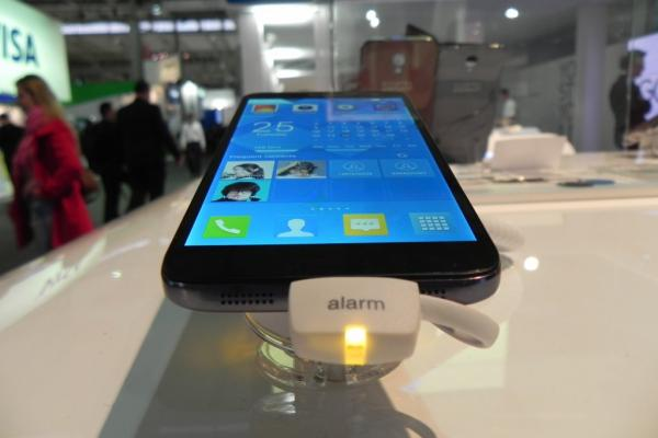 Alcatel One Touch Idol 2 S hands on preview: un midrange foarte subțire cu funcții foto interesante (Retro MWC 2014 - Video)