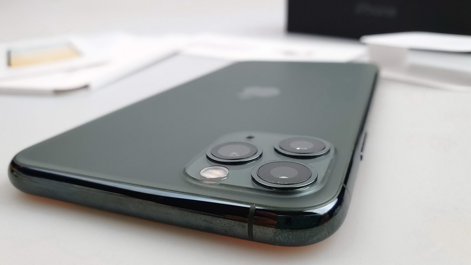 Apple iPhone 11 Pro Max: Hardware mai degrabă optimizat decât exagerat