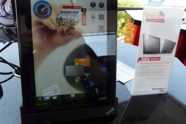 Lenovo ThinkPad Tablet - un model business testat la Lenovo Do Tour 2011 (Video)