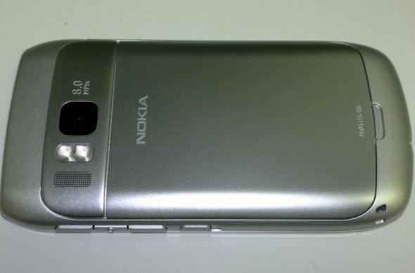 Nokia E6-00 Își face apariția pe web În imagini, clipuri video, plus câteva specificații (Video): nokia_e6_00_leak_1.jpg