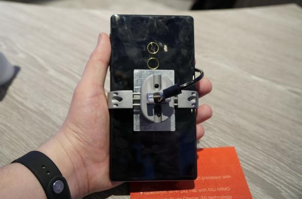 Xiaomi Mi MIX, fotografii hands-on de la MWC 2017 din Barcelona: Xiaomi-Mi-MIX_010.JPG
