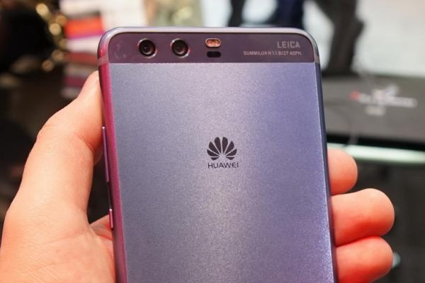 MWC 2017: Huawei P10 Plus Hands-on - varianta Dazzling Blue ni se prezintă la o primă atingere (Video)