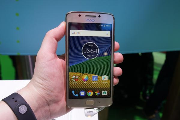 MWC 2017: Moto G5 hands-on - masiv, rotunjit, cu baterie înlăturabilă (Video)