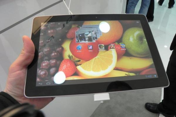 MWC 2012: Huawei MediaPad 10 FHD preview hands on - tableta quad core de 10 inch cu procesor Huawei (Video)