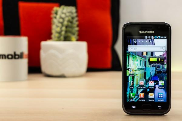 Samsung I9000 Galaxy S Retro-Review: Clasicul care a pornit ascensiunea Android (Video)