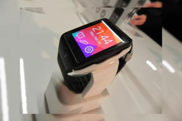 MWC 2014: Samsung Gear 2 Neo hands on preview - iată noul ceas Samsung cu funcție de telecomandă TV (Video)