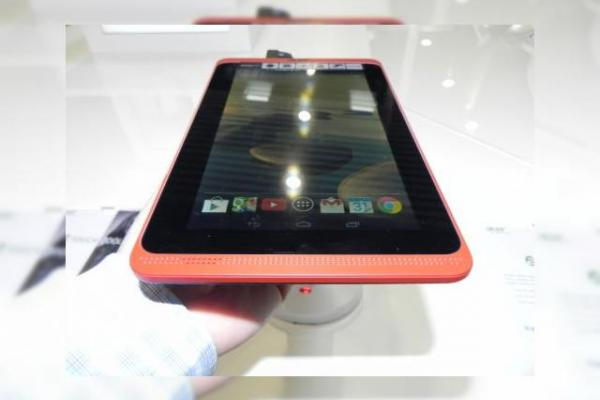 Acer Iconia B1-720 hands on preview: tableta dual core accesibilă și compactă (Retro MWC 2014 - Video)