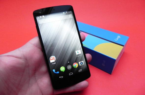 LG Nexus 5 review: mai bun decât Nexus 4, dar sub precursorul LG G2 (Video): lg_nexus_5_review_mobilissimo_ro_04jpg.jpg