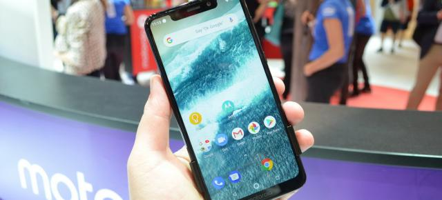 IFA 2018: Motorola One hands-on - telefon lucios cu Android One, cameră duală (Video)
