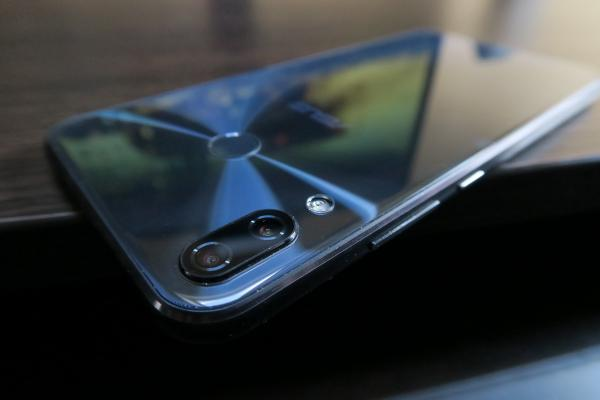 ASUS ZenFone 5 (ZE620KL) - Fotografii Hands-On