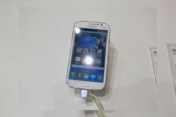 MWC 2013: Samsung Galaxy Grand hands on preview la MWC: un gigant cu dotări midrange (Video)