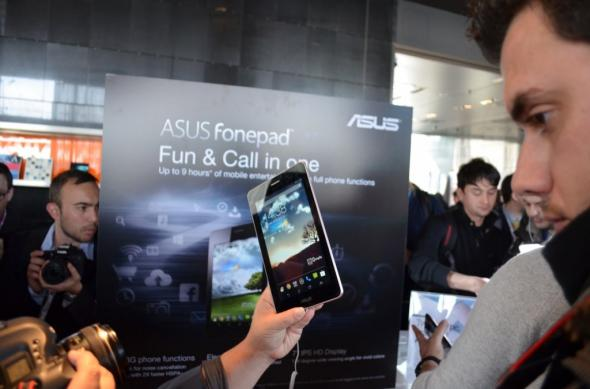 MWC 2013: ASUS PadFone Infinity hands on: spatele de metal ne-a cucerit! (Video): asus_evenr_mwc_2013_11.jpg