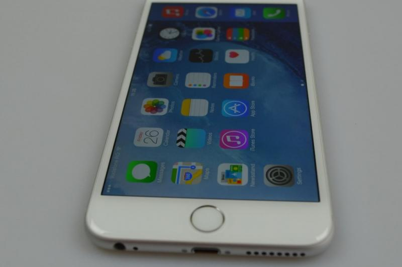 iPhone 6 Plus Review: baterie, ecran și gaming excelent, design imperfect și unele gafe Apple la pachet (Video): iphone_6_plus_review_041jpg.jpg