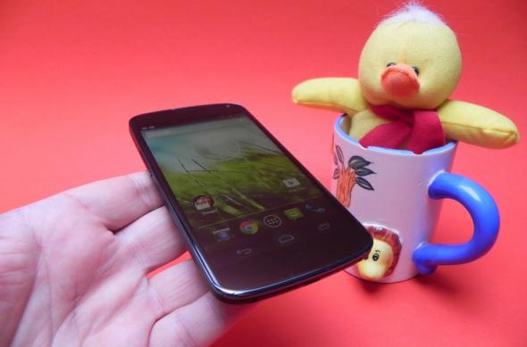 Review Google Nexus 4: baterie bună, OS atractiv, dezamăgire În rest (Video): google_nexus_4_review_mobilissimo_ro_27jpg.jpg