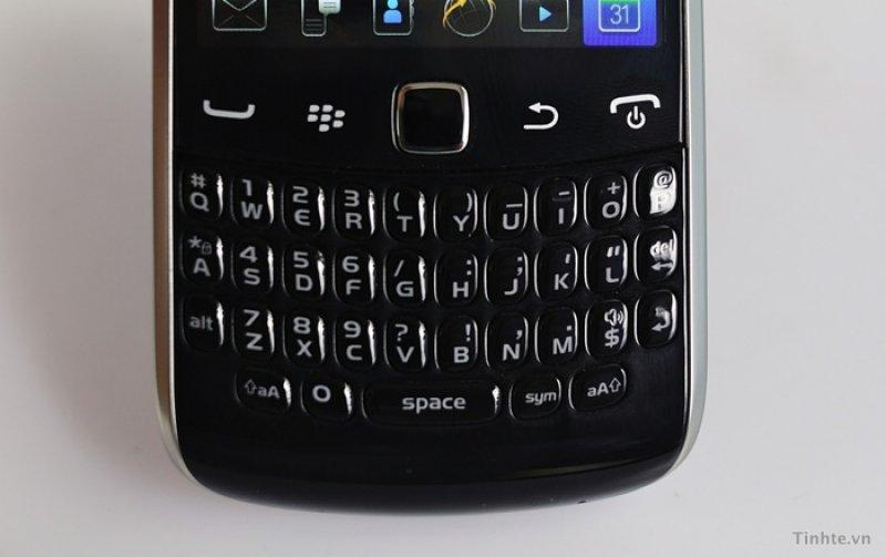 BlackBerry Curve 9370 (Apollo) Într-o ședință foto detaliată (Video): gsmarena_002.jpg