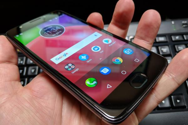 Motorola Moto E4 - Fotografii Hands-On