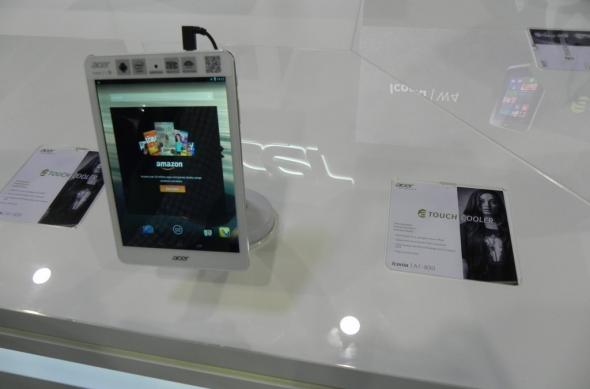 Acer Iconia A1-830 hands on preview: tabletă accesibilă cu carcasă din aluminiu și ecran de 7.9 inch (Retro MWC 2014 - Video): dscn5058jpg.jpg