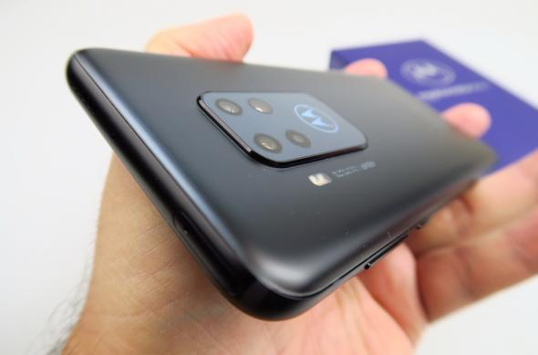 Motorola One Zoom - Unboxing: Motorola-One-Zoom_012.JPG