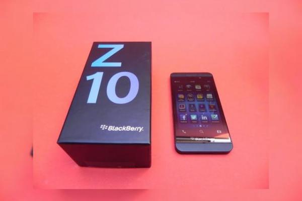 BlackBerry Z10 unboxing: scoatem din cutie agonia și extazul BlackBerry (Video)