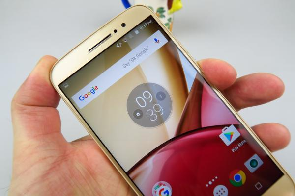 Motorola Moto M: Design unibody, perfect prelucrat, familiar