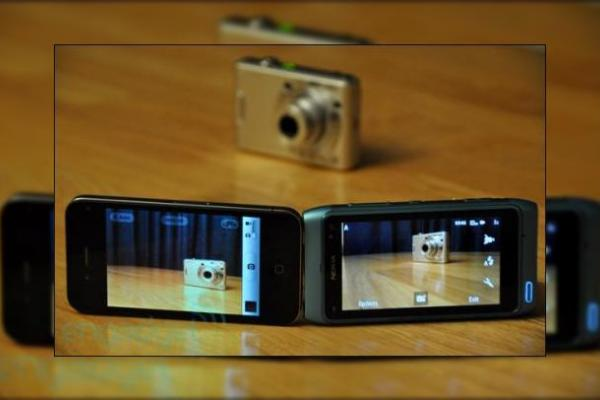 Camera lui iPhone 4 mai buna decat cei 12MP de pe Nokia N8?! (Video)