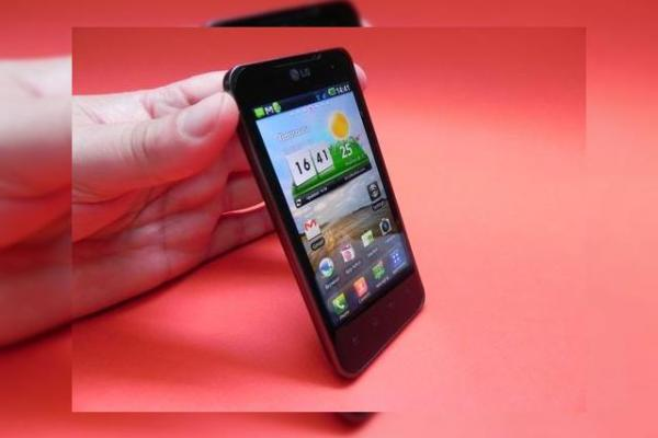 Review LG Optimus 2X - din Cartea Recordurilor pe masa noastră de teste (Video)