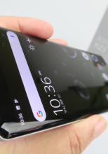 Sony Xperia XZ3, display-ul rupe blestemul P-OLED-urilor