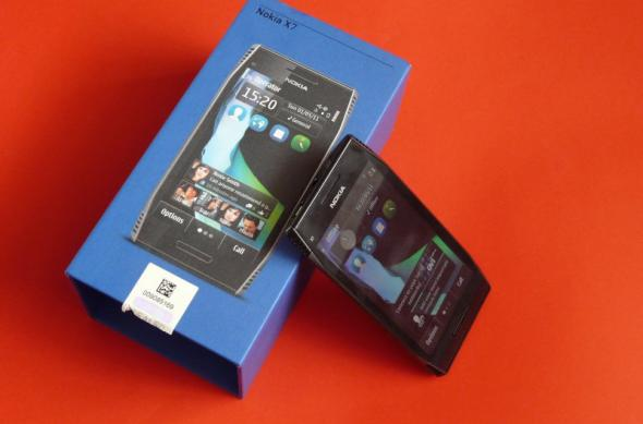Nokia X7 scos din cutie la Mobilissimo.ro; Symbian Anna a sosit!: nokia_x7_unboxing_mobilissimo_23.jpg