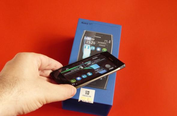 Nokia X7 scos din cutie la Mobilissimo.ro; Symbian Anna a sosit!: nokia_x7_unboxing_mobilissimo_17jpg.jpg