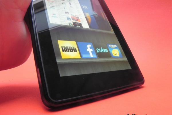 Review Amazon Kindle Fire - hardware modest, experiență fluidă și potențial mare (Video)