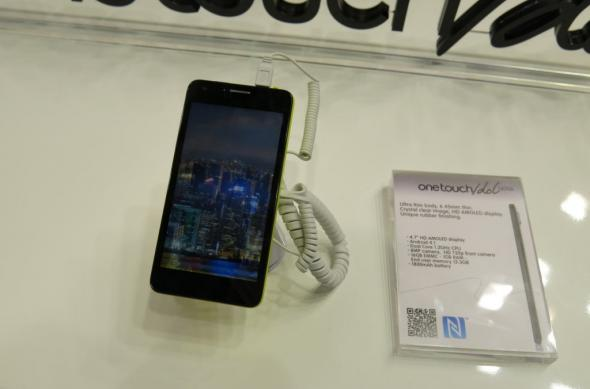 MWC 2013: Alcatel One Touch Idol Ultra hands on, un smartphone arătos și foarte subțire (Video): alcatel_one_touch_idol_ultra_1jpg.jpg