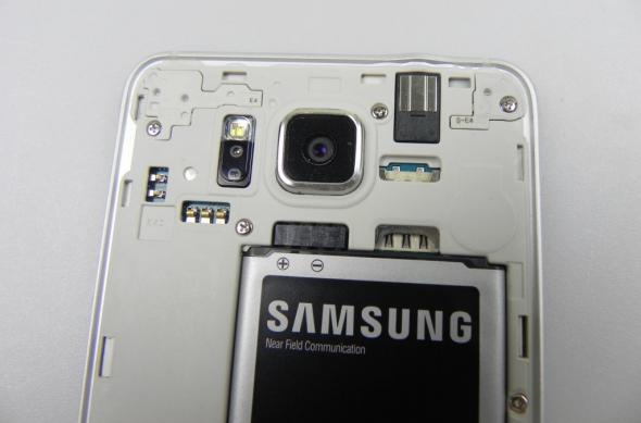 "Samsung Galaxy Alpha Review: ""terminatorul"" Samsung trece la metale ușoare, are și aspecte nefinisate (Video): samsung_galaxy_alpha_review_030jpg.jpg"